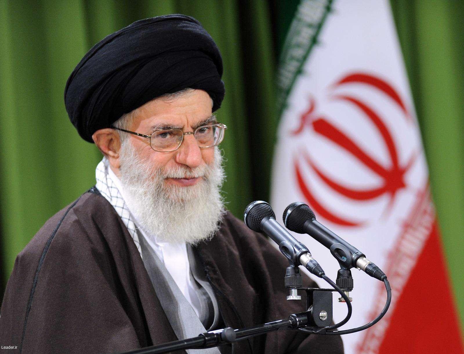 رهبر انقلاب: اگر شهدا سینه سپر نمیکردند، امروز تهران و خوزستان دست چه کسی بود؟!