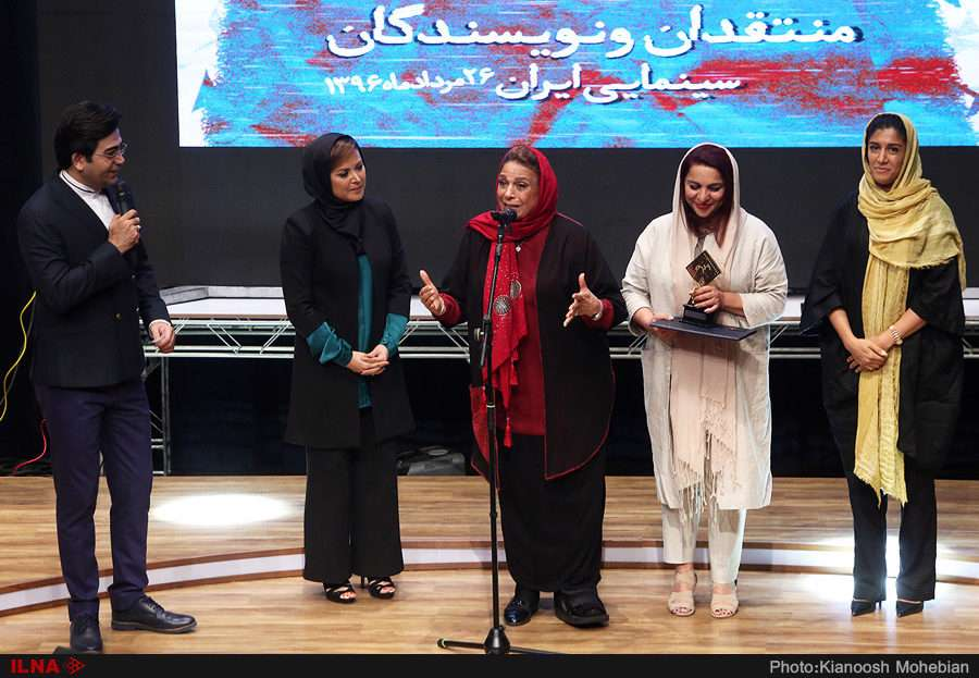 تجلیل از گوهر خیراندیش در یازدهمین جشن منتقدان سینماى ایران