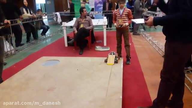 سومین جشنواره تبیان اصفهان ربات های جنگجو-مقام سومی عرفان ریگی