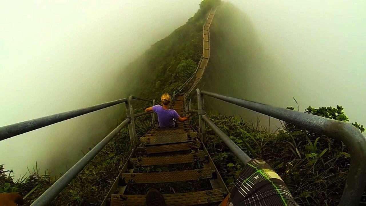 عبور از پلههای کوهستانی مرگبار