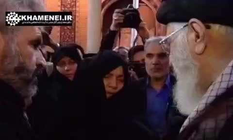 حضور رهبر انقلاب بر پیکر شهید حججی