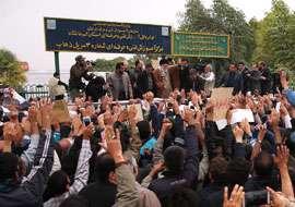 حضور رهبر معظم انقلاب در مناطق زلزلهزده استان کرمانشاه
