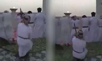 شوخی دیوانهوار مرد عمانی با نمازگزاران