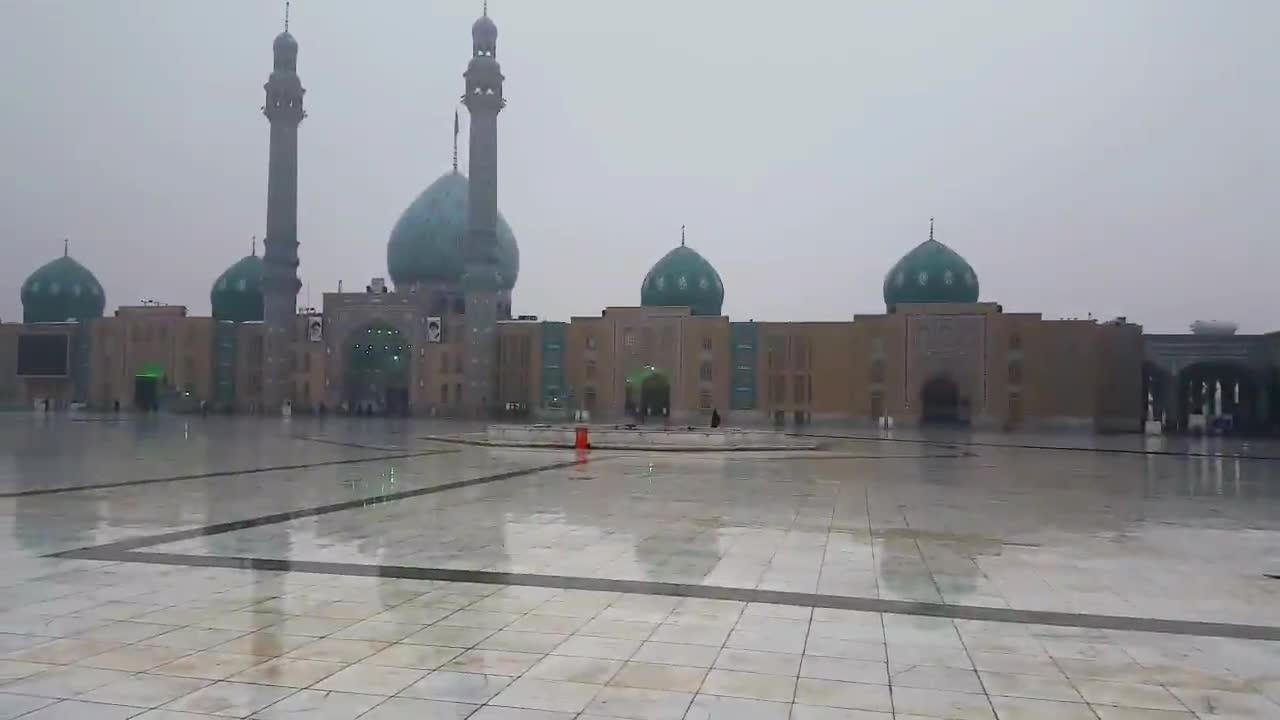 بارش رحمت الهی در مسجد مقدس جمکران-دی ماه 1395