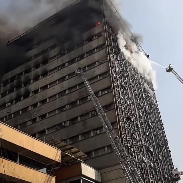 فیلم فرو ریختن ساختمان پلاسکو از نمایی دیگر
