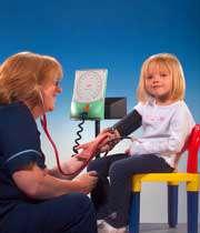 چه چیزی باعث افزایش فشار خون در کودک میشود؟