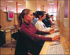 الشباب ومقاهي الإنترنت