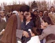 تصویر رهبر انقلاب در کنار دانش آموزان