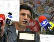 قلعه نویی در حال شرح دادن برنامه تیم ملی