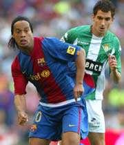 رونالدینیو زننده ی تک گل تیمش مقابل رئال بتیس