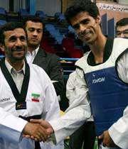 دیدار دکتر احمدی نژاد با تکواندو کاران