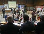کادر فنی تیم ملی در حال پاسخگویی به سوالات خبر نگاران