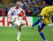 زیدان و رونالدینیو  بازیکنان شماره 10 فرانسه و برزیل