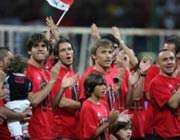 بازیکنان میلان مورد استقبال هواداران روسونری