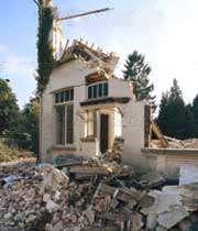 تخریب خانه در اثر زلزله