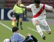 گوئررو از سد بازیکن اروگوئه می گذرد