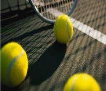 La Russe Maria Sharapova a battu 6-4 6-0 l'Américaine Lilia Osterloh au deuxième tour de tennis féminin de Birmingham.
