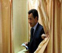 Nicolas Sarkozy, très souriant, a voté à Neuilly-sur-Seine