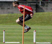 Football: Steven Gerrard prolonge son contrat avec Liverpool.