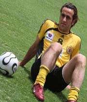 علی كریمی در نخستین بازی تعویض شد