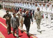 Mahmoud Ahmadinejad a accueilli chaleureusement Hugo Chavez .