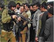 soldat sioniste menaçant