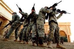 ABD'li askerler kendini tetikçilere vurduruyor