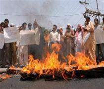 İslam ülkelerinde Rüşdi gerilimi tırmanıyor