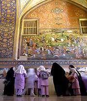 фрески во дворце чехель сотун