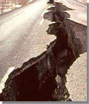 شکاف زمین در اثر زلزله