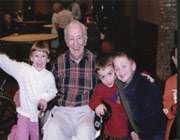 дети и дедушка