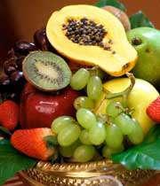 میوه را جایگزین شیرینی و تنقلات كنید
