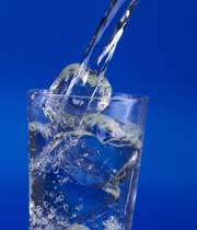 مضرات زياد نوشيدن آب