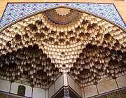сталактитный эйван над входом в мечеть мир амад,настоящее произведение искусства