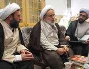 حجه السلام والمسلمين انصاريان در غرفه تبيان