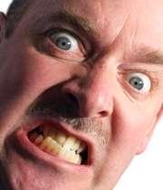 مردی عصبانی