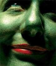 زبان سرخ + سر سبز= چشم کبود!