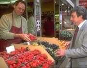 هنگام خرید توت فرنگی باید ...