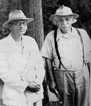 تصویری از اینشتین و گودل، ریاضیدان معروف آلمانی