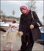 اسلام با استقلال زن موافق است؟