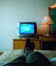 درازکش تلویزیون نبینید، مطالعه هم نکنید