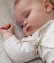 نوزاد خوابیده