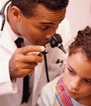 گوش کودک را حتما به پزشک نشان دهید