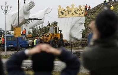 ساخت مجسمه غول پیکر عیسی درغرب لهستان
