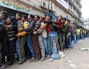 une queue pour acheter des billets