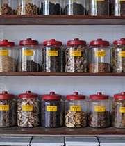 عدم اطمینان به برخی اشخاص و اماکن فروش گیاهان دارویی