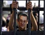 مبارك يهدد بقلب الطاولة اذا تم ترحيله للسجن