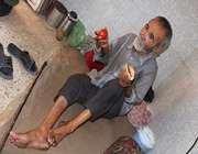زندگی جانبازی در حمام متروکه/عکس