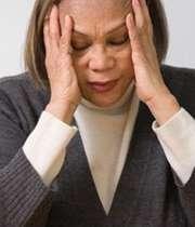 خانمی دارای سردرد