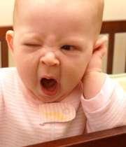 خمیازه کشیدن نوزاد
